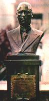 O busto de Arnaldo Guinle em nossa sede
