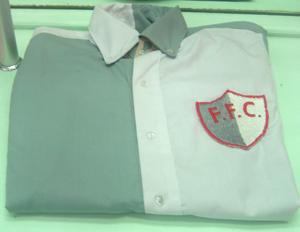 A réplica da primeira camisa do Fluminense que foi lançada pela Flu boutique