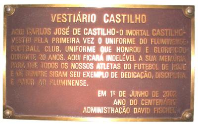 A placa em homenagem a Castilho